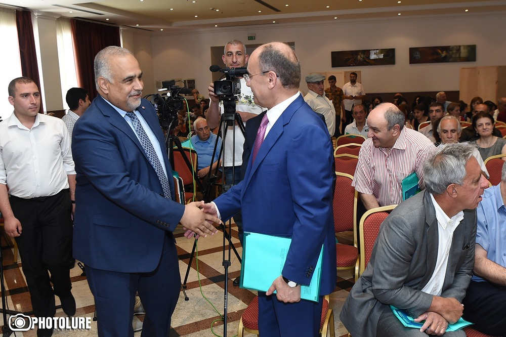 HERITAGE HOLDS ELEVENTH PARTY CONGRESS. Hovannisian Reelected Chairman